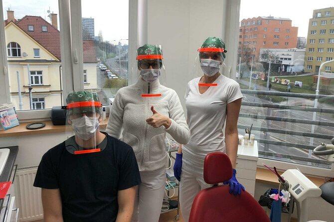 doktoři obdrželi ochranné štíty od Prusa Research