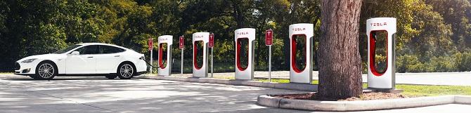 Superchargerů u silnic stále přibývá.