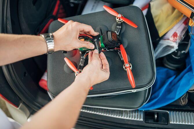 příprava závodního drona