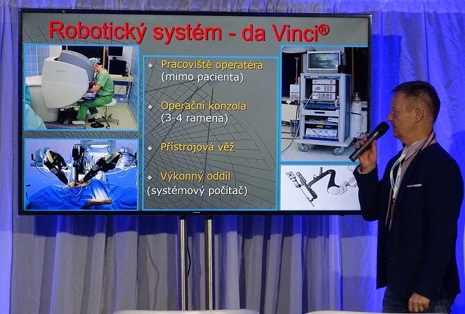cévní chirurg Petr Štádler přednáší na konferenci Já, Robot