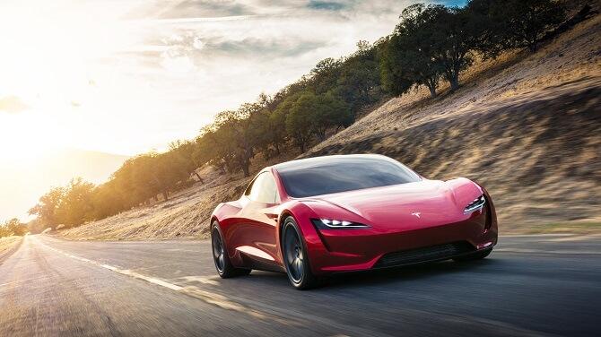 Tesla Roadster při jízdě