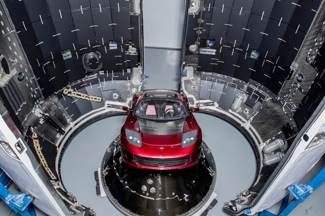 Tesla Roadster v raketě Falcon Heavy