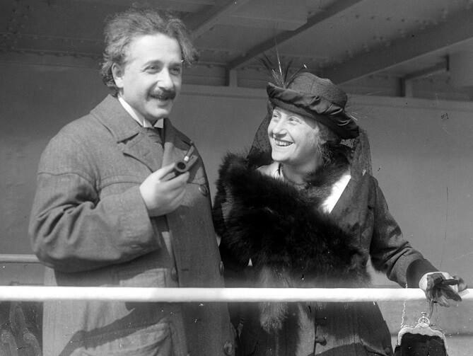 Albert Einstein a Elsa Einsteinová, jeho druhá manželka