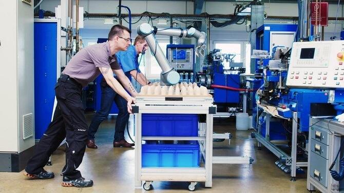 zavádění kolaborativních robotů do výroby