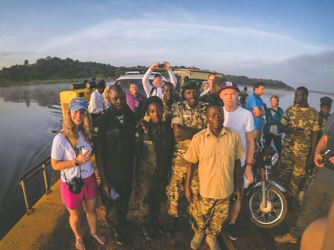 lidé z Ugandy a cestovatelé Lucie a Lukáš z Loudavým krokem