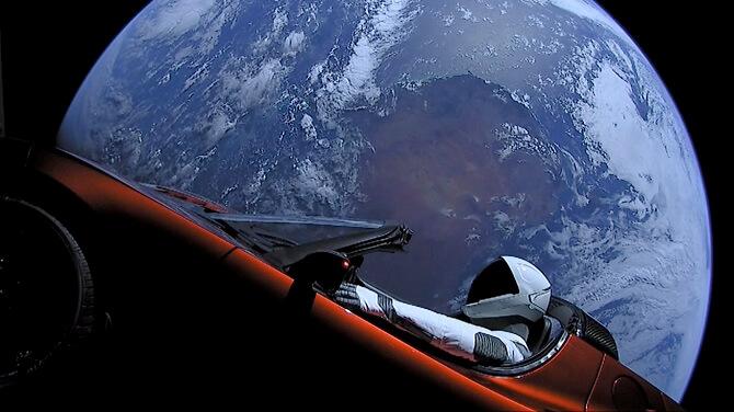 Tesla Roadster na cestě vesmírem