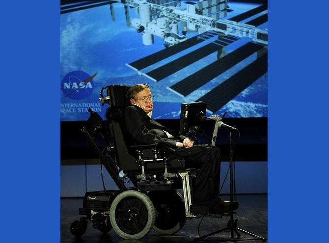 Stephen Hawking na přednášce k 50. narozeninám NASA