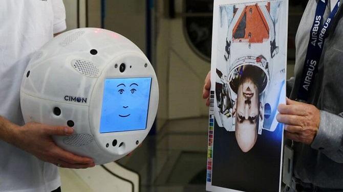 CIMON se učí rozpoznávat obličeje astronautů