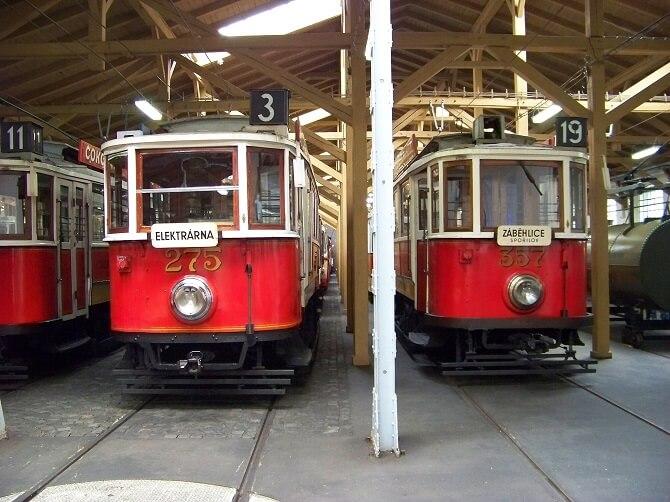 elektrické tramvaje z výroby Křižíka i Kolbena