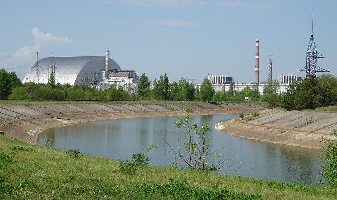 Pohled na 4 reaktory černobylské jaderné elektrárny