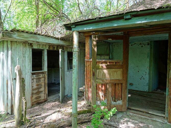 domy ve vesnici Zálesí v zakázané zóny kolem Černobylu