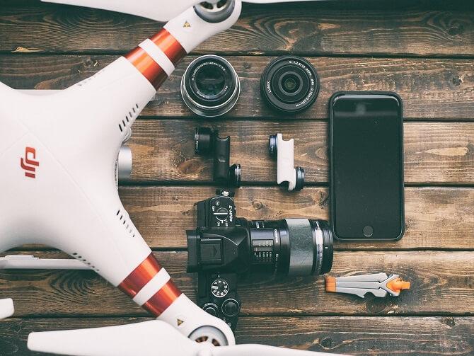 DJI dron s výbavou na focení