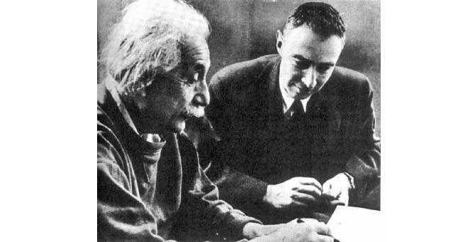 Robert Oppenheimer a Albert Einstein