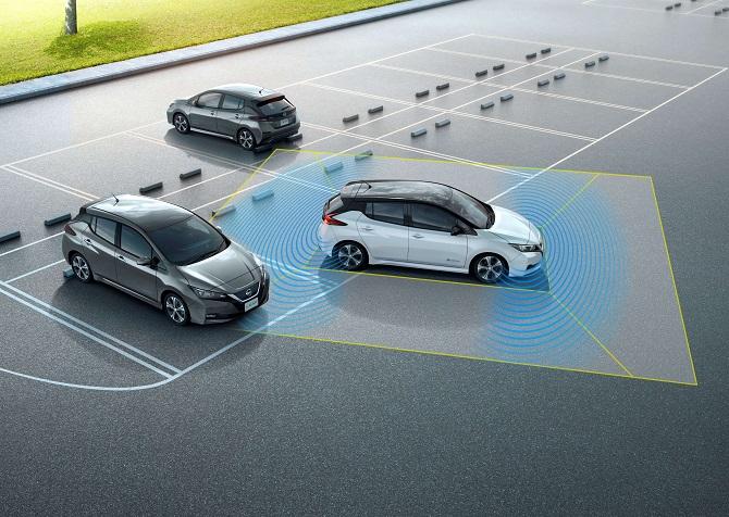 Nissan Leaf využívá technologie ProPilot u parkování.