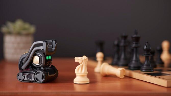 robot Vector pohybuje šachovými figurkami