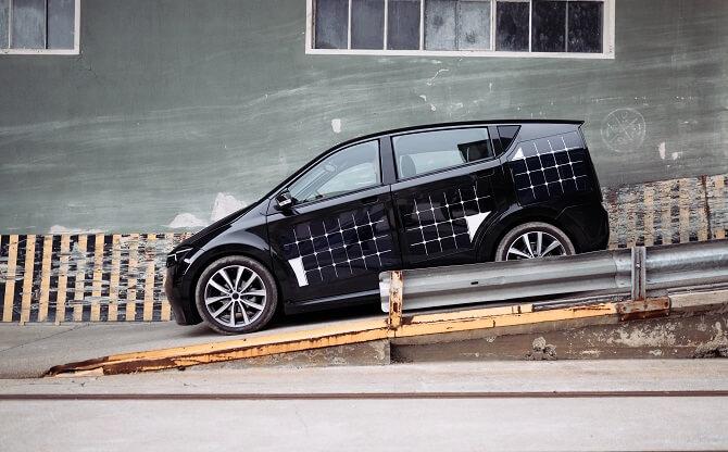 elektromobil Sion od Sono Motors z boku