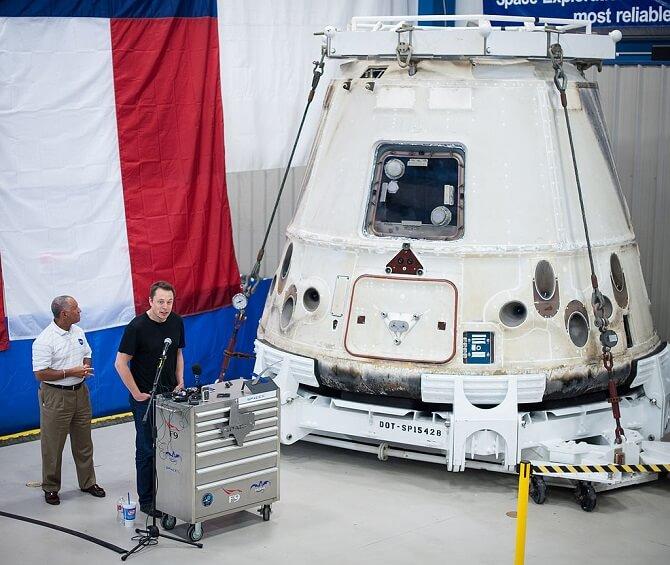 Elon Musk děkuje zaměstnancům SpaceX