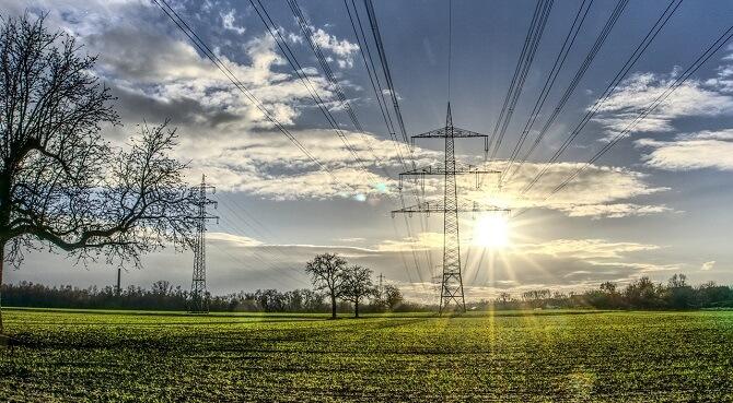 Do ceny za kWh se promítá také regulace cen v dané distribuční oblasti.