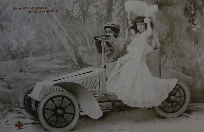 Legendární automobily na pohlednicích