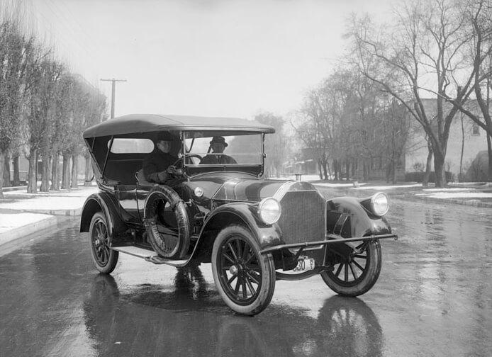 automobil Pierce-Arrow z roku 1915