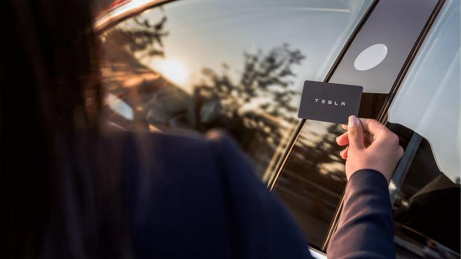 Tesla Model 3 a systém odemykání přes kartu