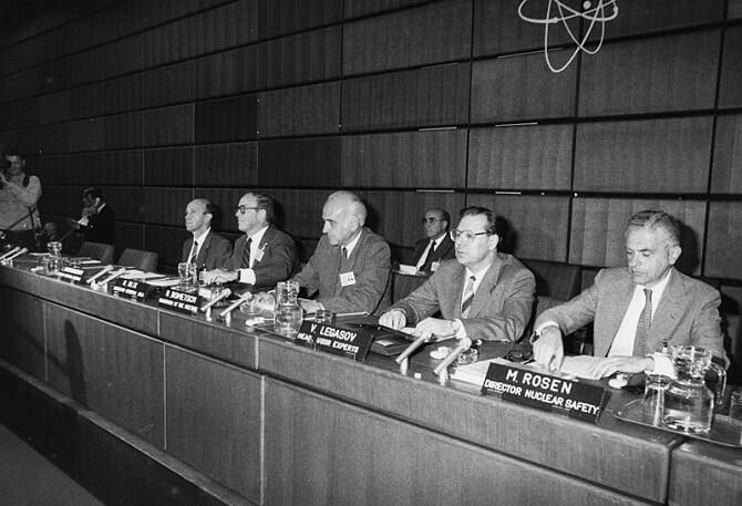 Valerij Legasov na konferenci Mezinárodní agentury pro atomovou energii ve Vídni 1986