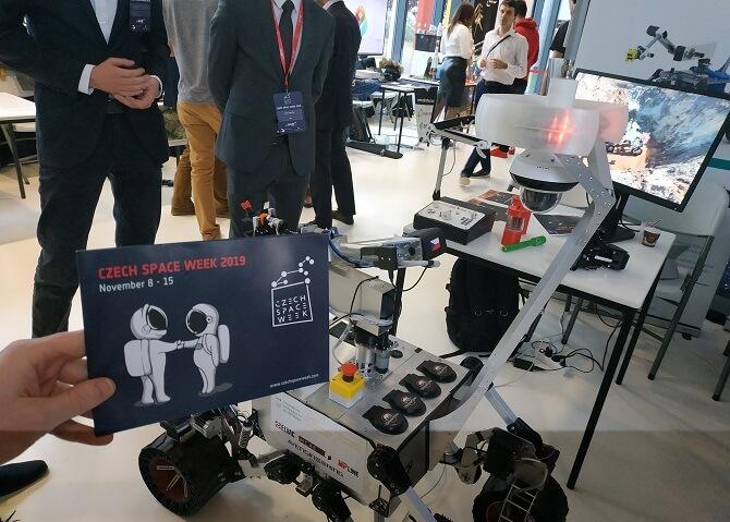 návrh lunárního vozítka od týmu RoverOva