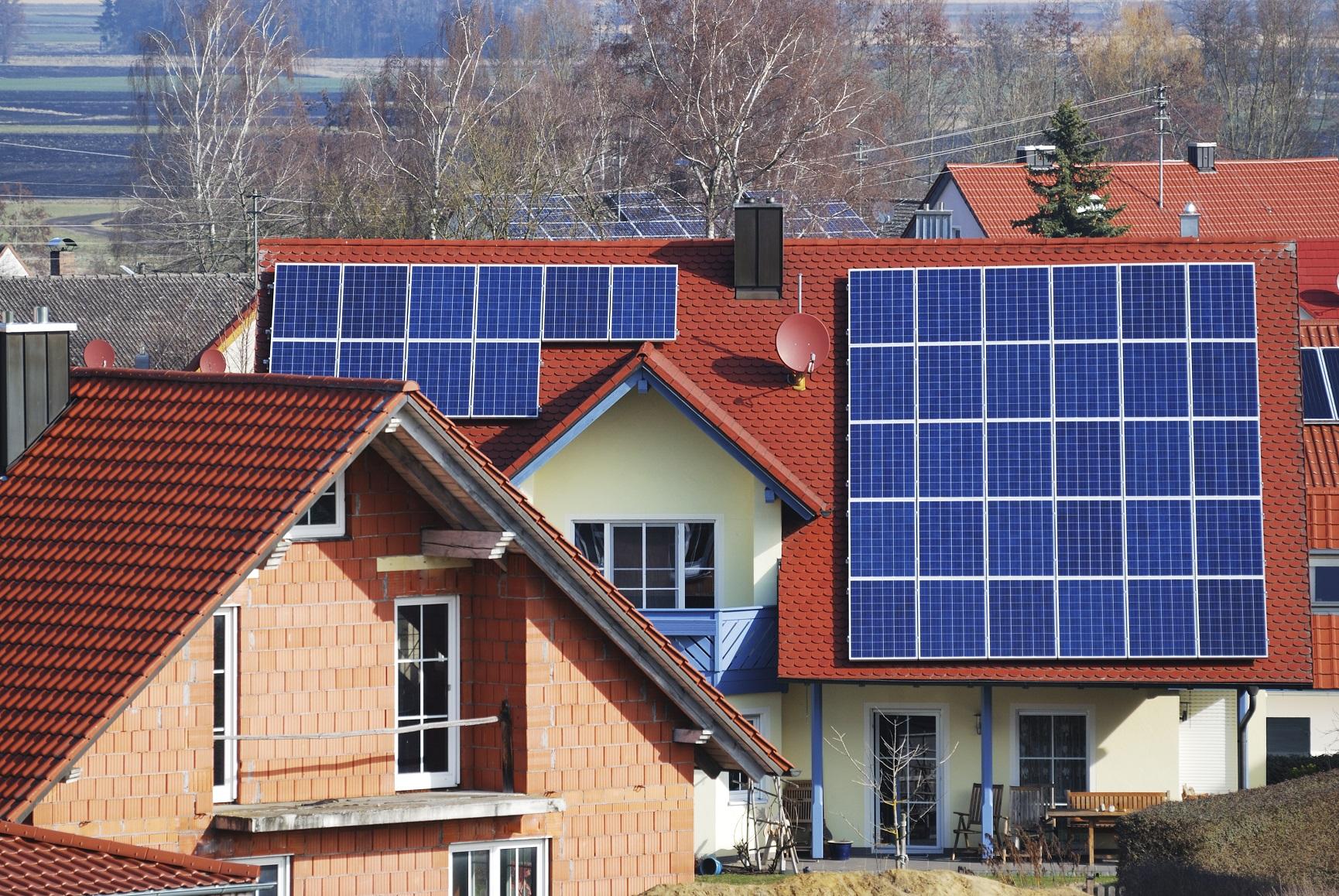 Solární panely ve městě