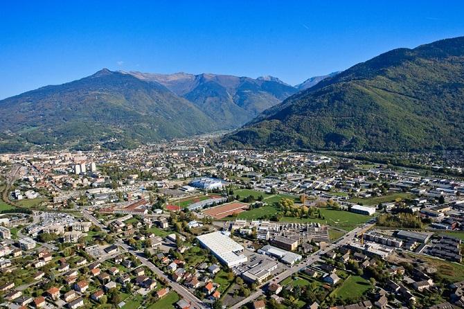Město Albertville se nachází ve francouzských Alpách.