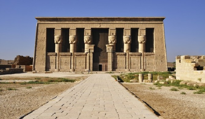 Chrám v egyptské Dendeře.