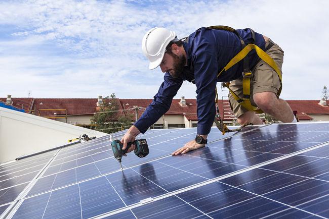Instalace fotovoltaiky: podle experta s ní není vhodné otálet