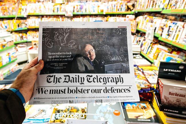 Hawkingovi ve 21 letech předpovídali asi dva roky života, dožil se 76 let.