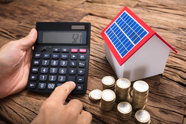 Ceny fotovoltaických technologií meziročně klesly o 30 %