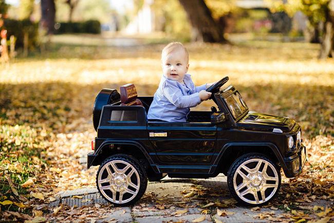 Elektrické autíčko pro děti je vděčnou hračkou.