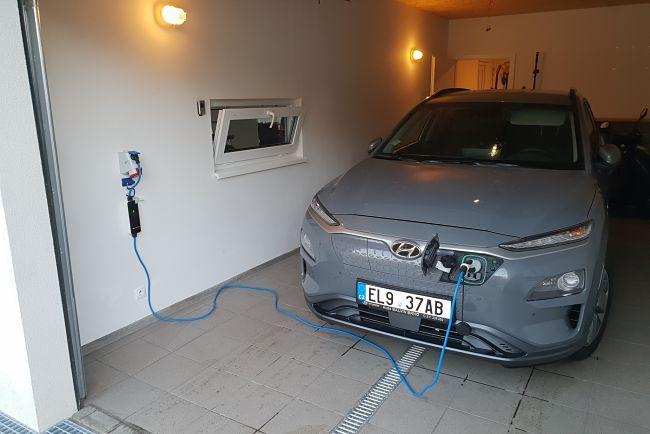 Elektromobil je ideálním dopravním prostředkem pro domácnosti s FVE.