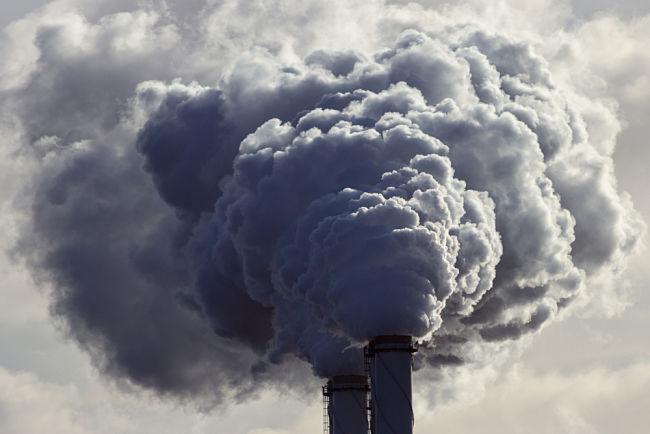 Komín uhelné elektrárny.