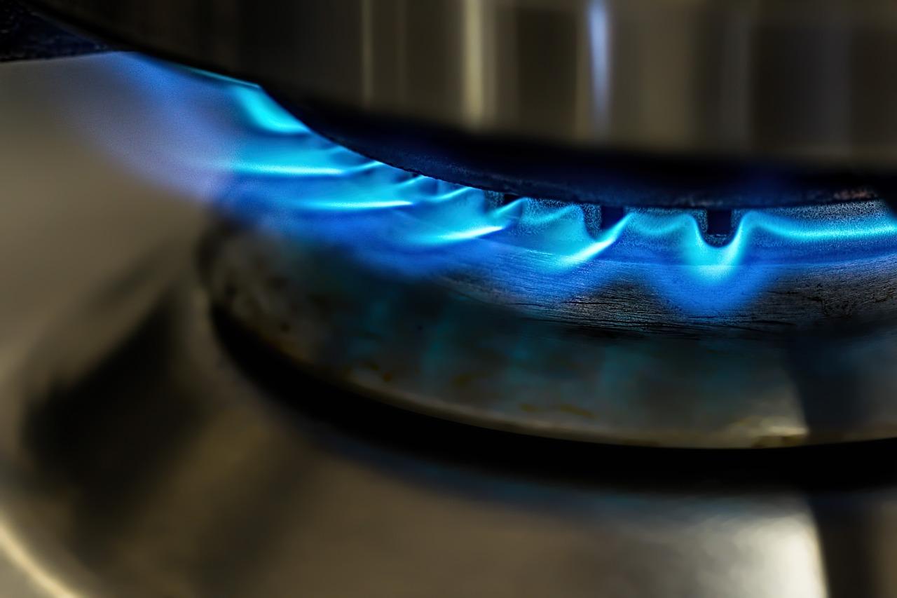 Zemní plyn má výrazně vyšší výhřevnost než dřevo nebo uhlí