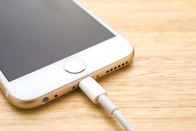 MP3 přehrávače nebo nabíječky telefonů jsou kompatibilní s oběma systémy.