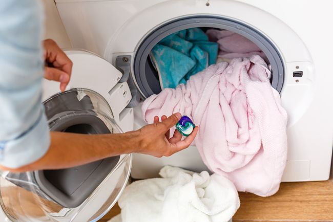 Použití vhodného prášku má vliv na spotřebu pračky.