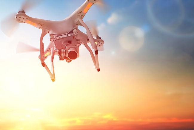 Řidičák na dron: registrace bude potřebná skoro pro každého