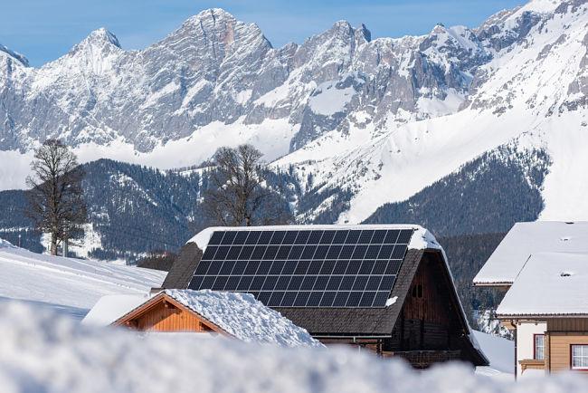 Pokrytí solárního panelu sněhem může být problém.