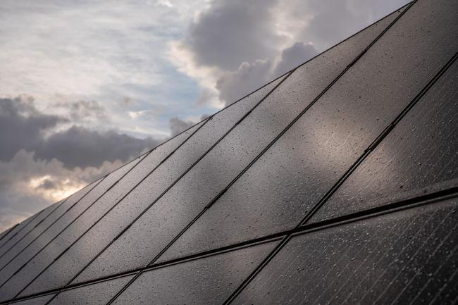 Solární panely po dešti.