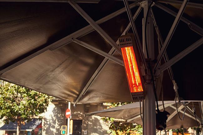 Terasové ohřívače jsou oblíbené i v restauracích.