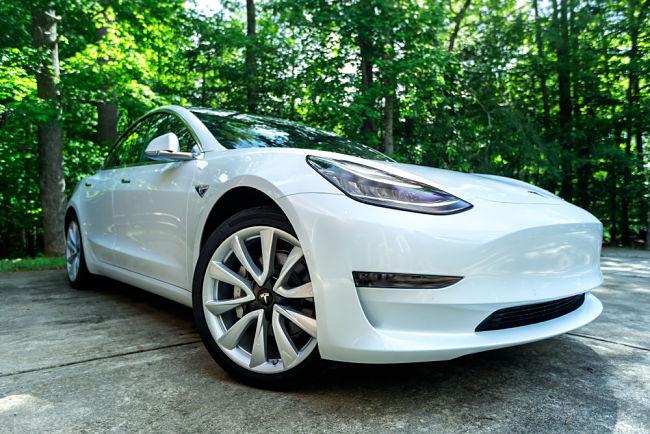 Tesla Model 3, oblíbený elektromobil v Norsku.