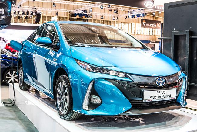 Jedním z nejznámějších hybridních automobilů je Toyota Prius.