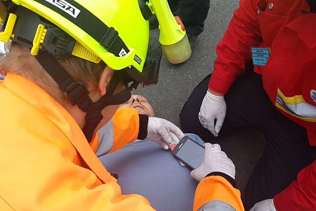 V neočekávané situaci pak stačí, když zachránce přiloží do těsné blízkosti čipu svůj mobilní telefon.