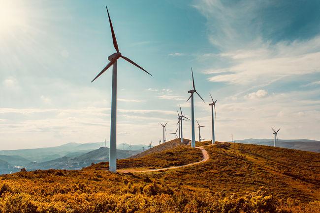 Větrné elektrárny jsou jednou z možností získávání zelené energie.
