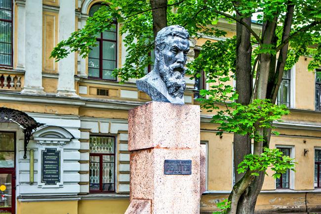 Wilhelm Conrad Röntgen: busta v Rusku