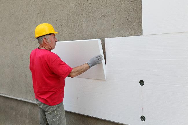 Zateplení domu může pomoci ušetřit nemalé částky.