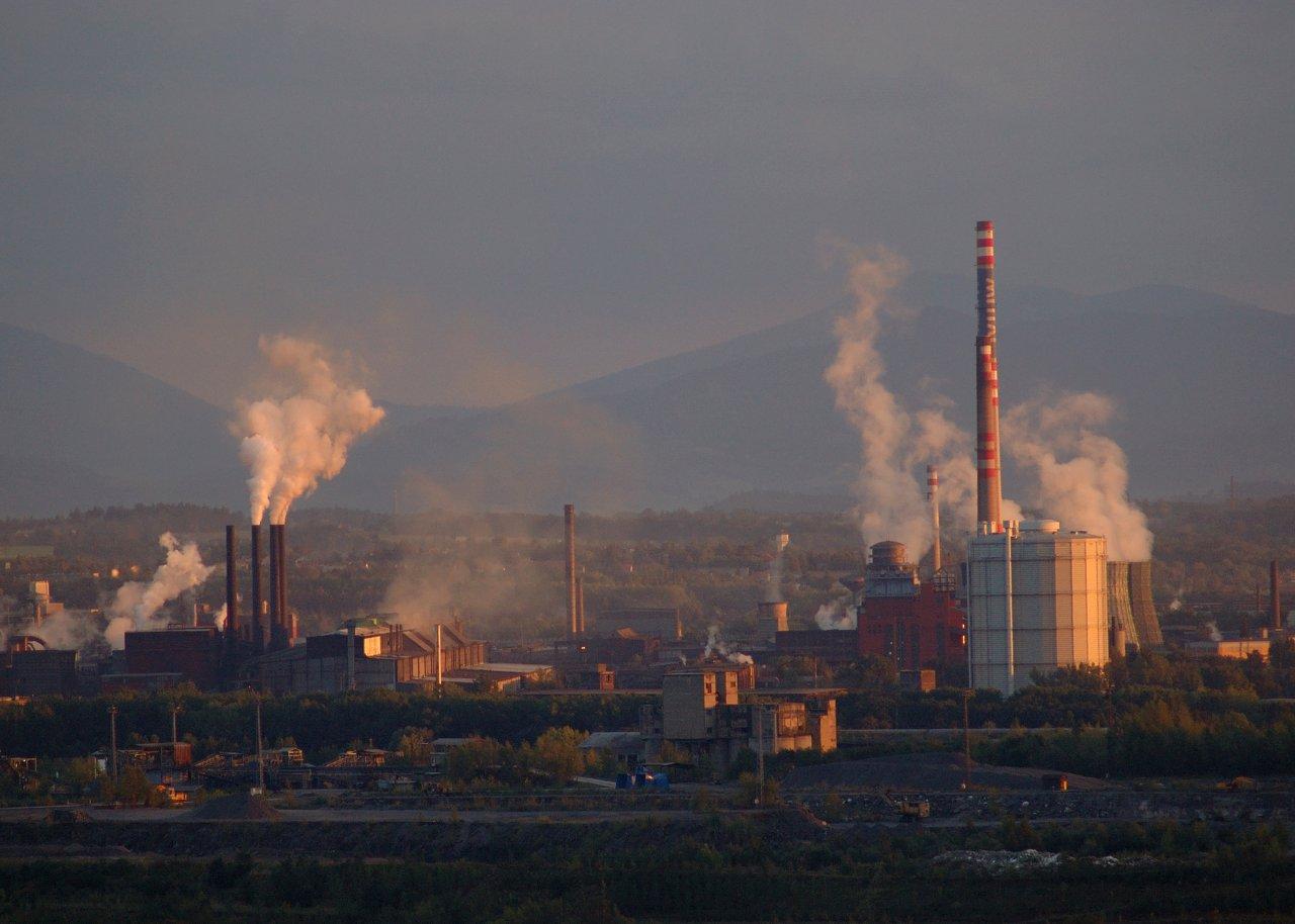 Emisní povolenky drtí průmysl